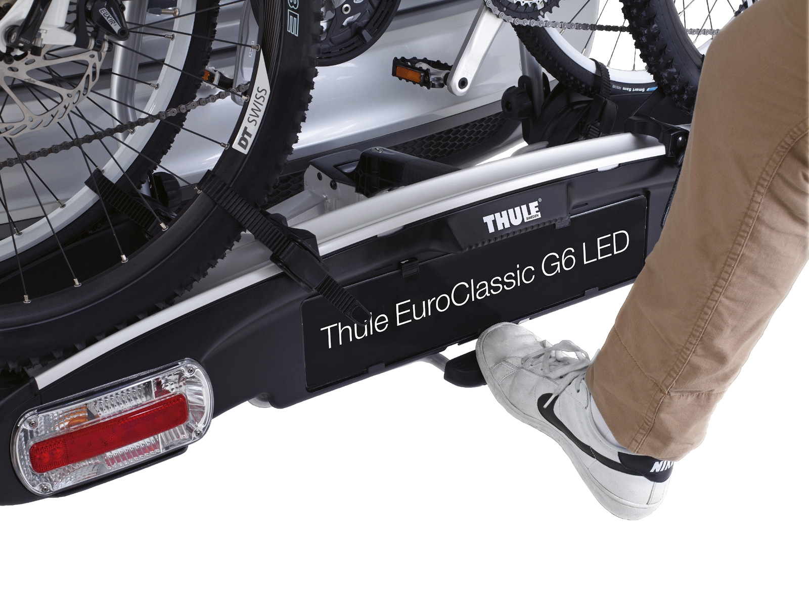 thule euroclassic g6 led 929 fietsendrager voor 3 fietsen. Black Bedroom Furniture Sets. Home Design Ideas